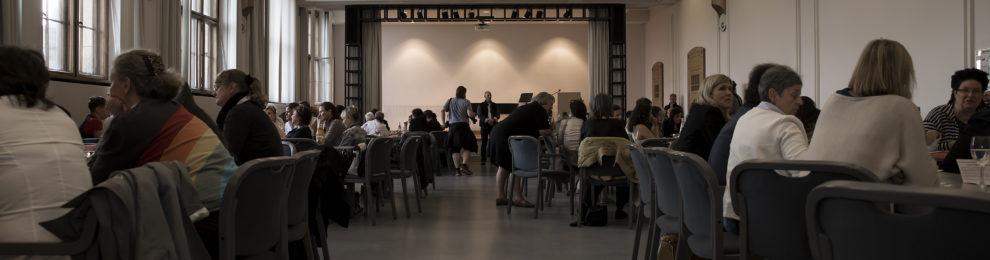 """Von Gleichstellung, Frauenquoten und antifeministischen Positionen – Eindrücke der Veranstaltung """"Kandidatinnen auf dem heißen Stuhl"""""""