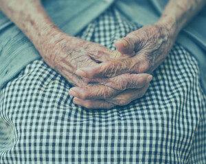 Pflege<br> arm und weiblich